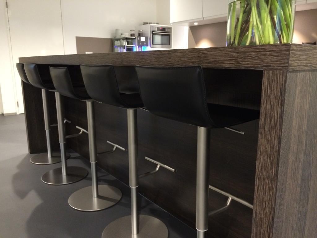 Industrieel Keuken Bar : Keukens en badkamers projecten